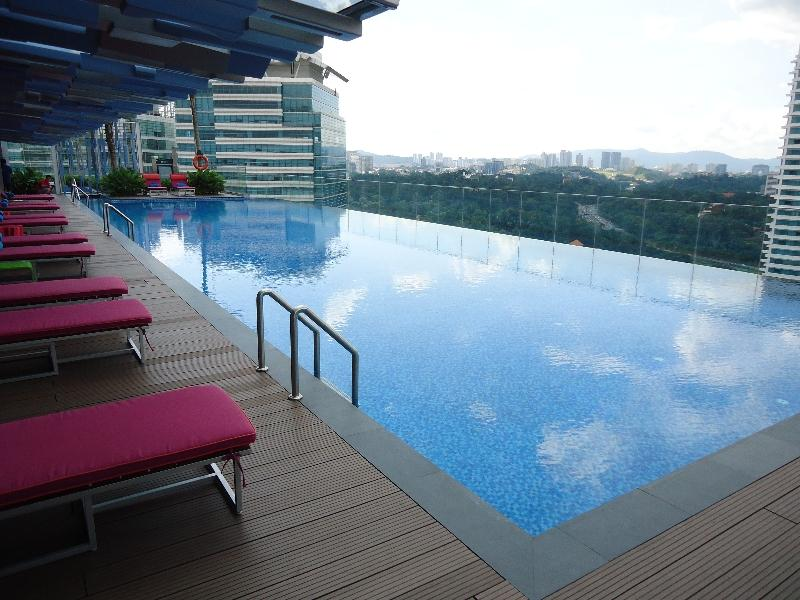 aloft-kuala-lumpur-sentral-pool-view-other-end