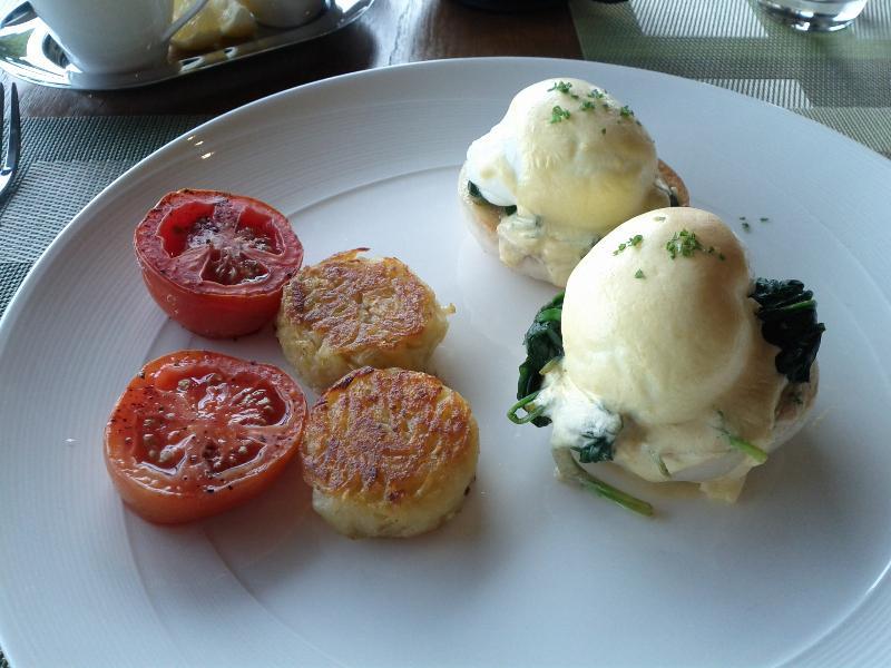 conrad-koh-samui-breakfast-eggs-benedict