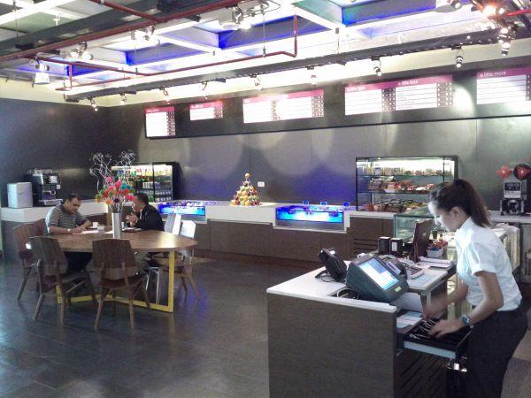 aloft-sukhumvit-11-bangkok-lobby-refuel