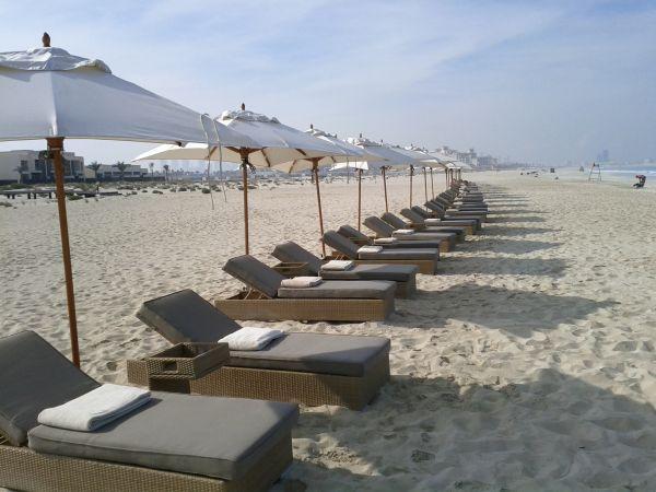 park-hyatt-abu-dhabi-resort-and-villas-beach-area