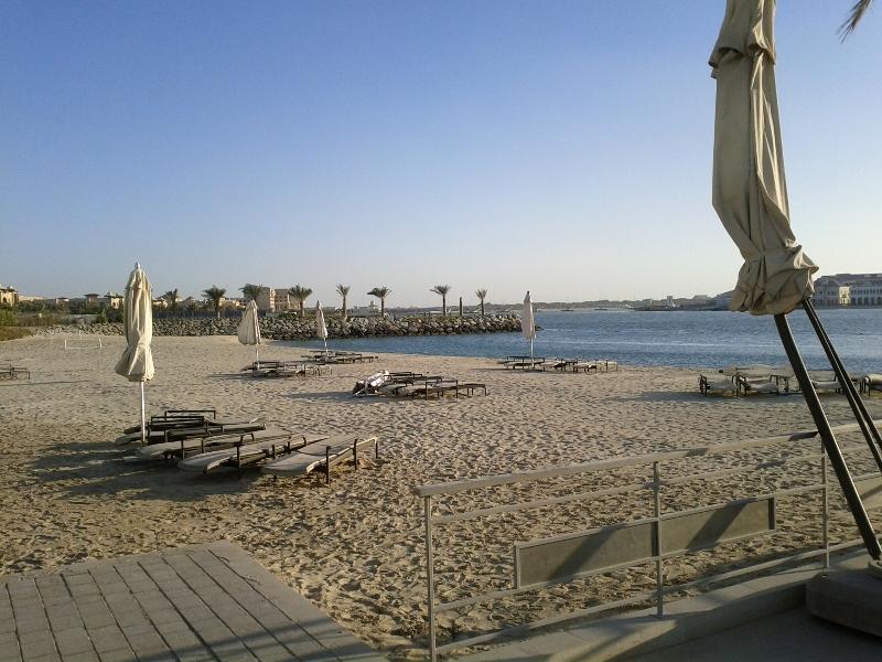fairmont-bab-al-bahr-abu-dhabi-beach-overall-view