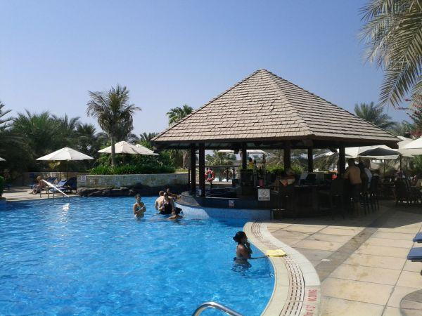 sheraton-abu-dhabi-hotel-resort-pool-view