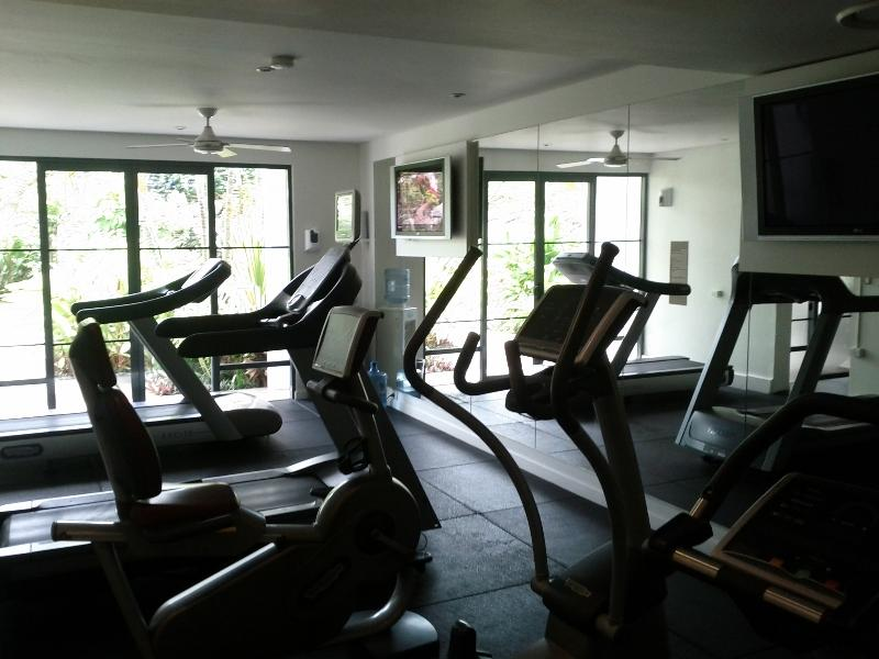 hilton-fiji-beach-resort-spa-villas-fitness-center-5