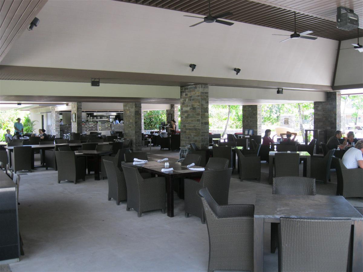 intercontinental-fiji-pool-restaurant-and-bar