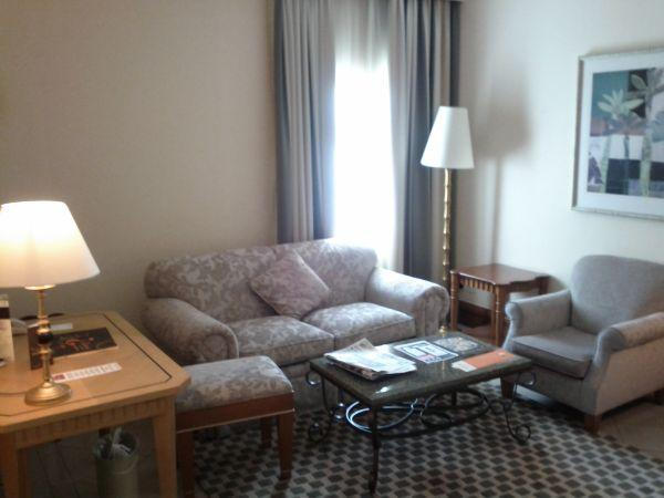 sheraton-jumeirah-beach-resort-towers-junior-suite-632-sitting-rea-corner