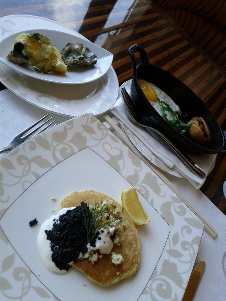 st_regis_bali_resort_boneka_breakfast_oysters_blini_foie_september_2011