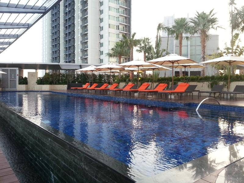 marriott-bangkok-sukhumvit-pool-other-view