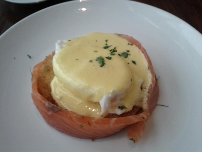 park-hyatt-shanghai-breakfast-eggs-benedict