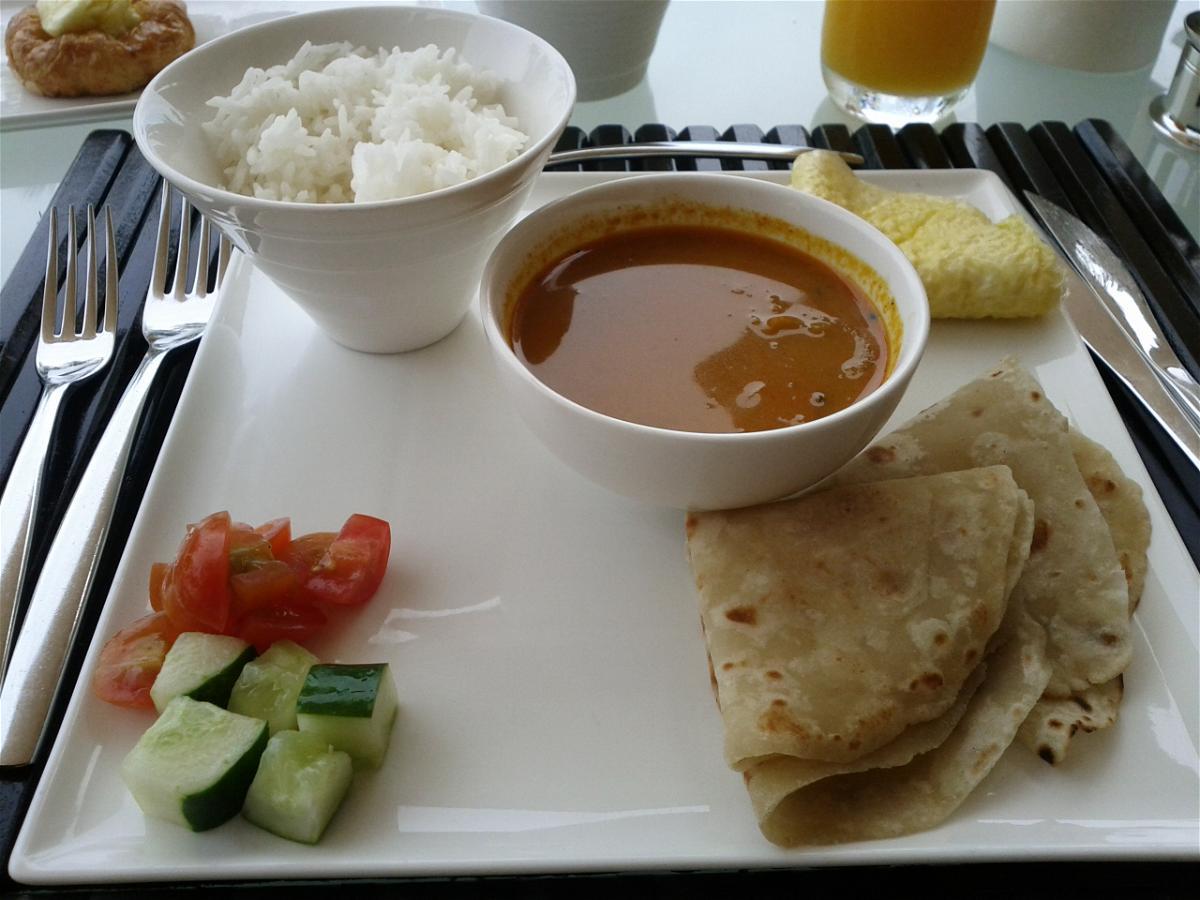 park-hyatt-maldives-hadahaa-breakfast-curry