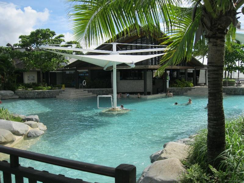 radisson-blu-denarau-fiji-pool-area-bar