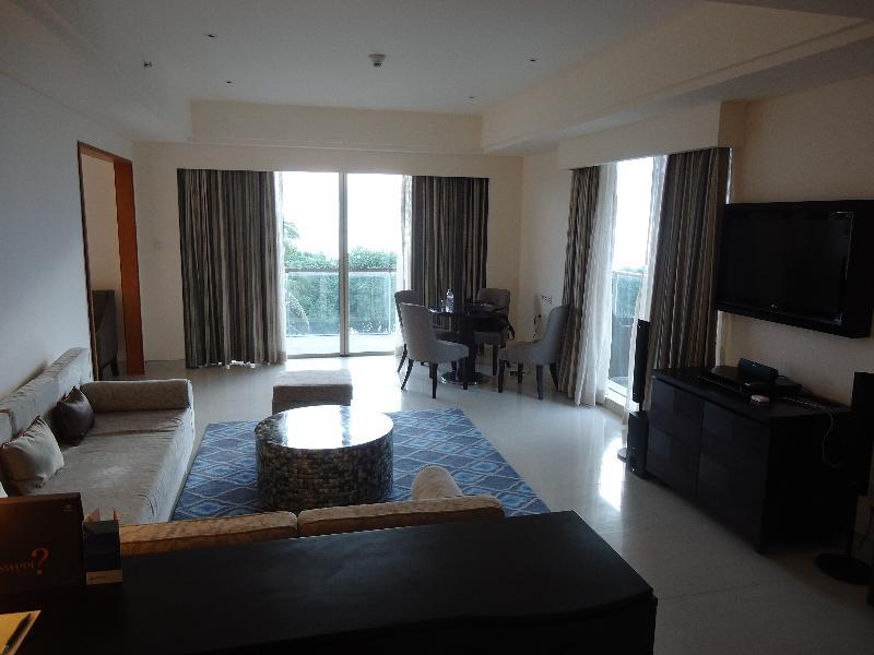 sheraton-kuta-ocean-suite-3011-living-room-general-view