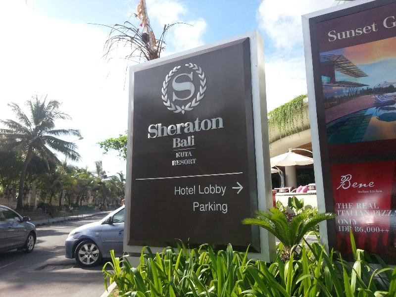 sheratonn-kuta-car-entrance