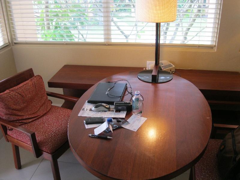 sheraton-fiji-ocean-studio-1370-work-desk