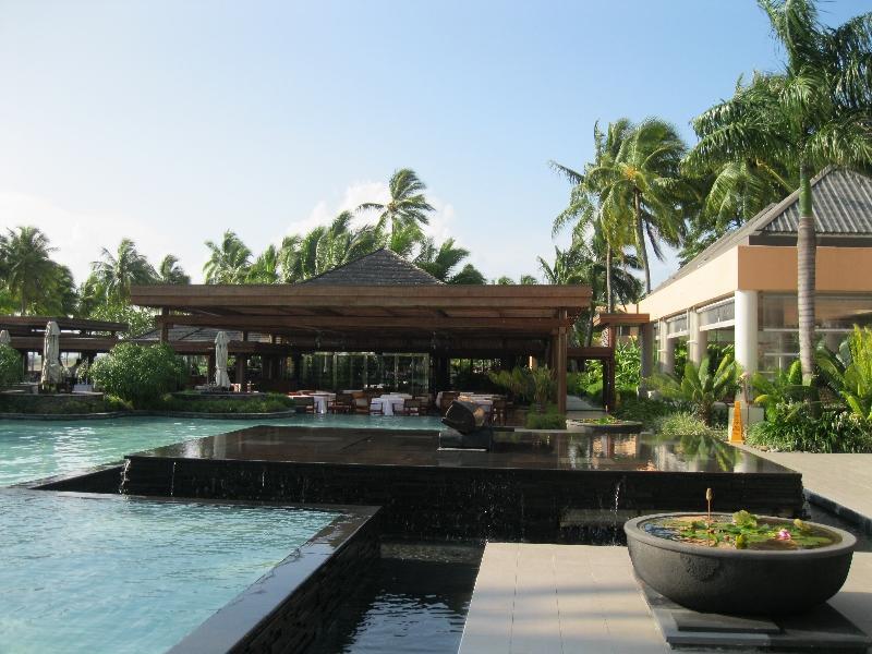 sheraton-fiji-pool-restaurant