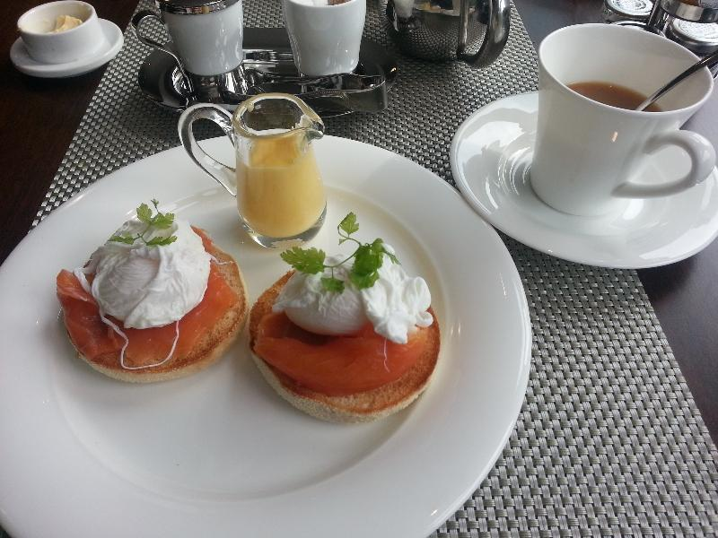 the-glasshouse-edinburgh-autograph-collection-breakfast-eggs-benedict