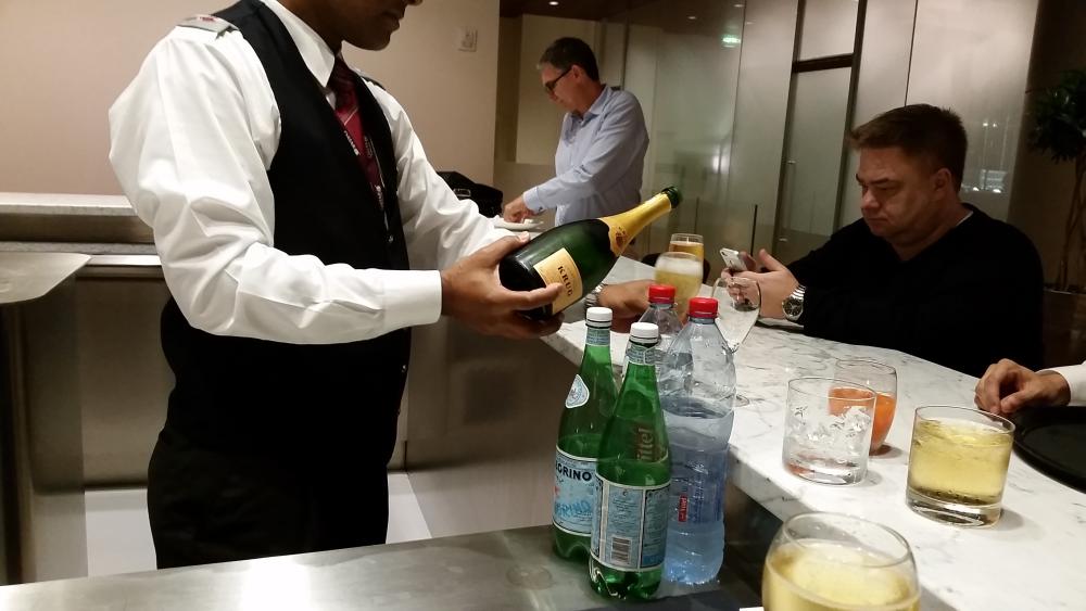 Fabulous Friday Qatar Airways Business Lounge Doha Krug