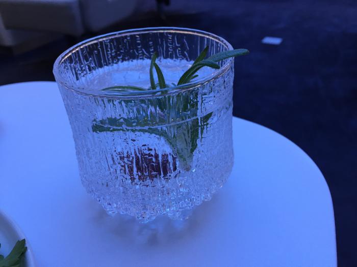 Finnair-LoungeDrinks2